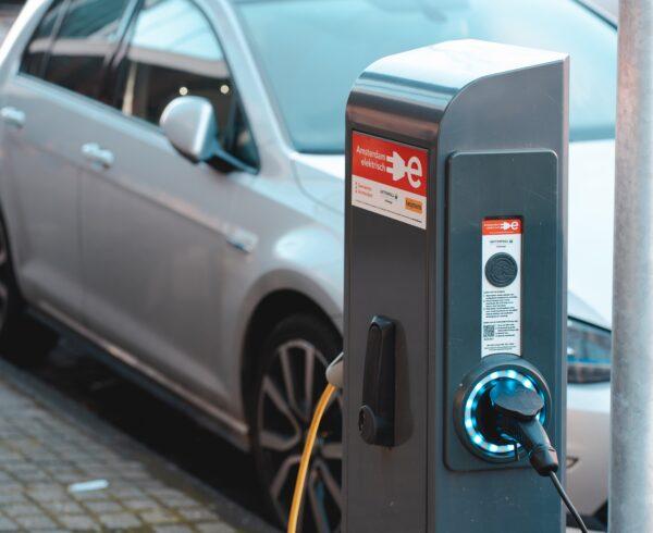 Anche Stellantis punta sulla mobilità elettrica, ma la spinta decisiva arriverà dal noleggio a lungo termine