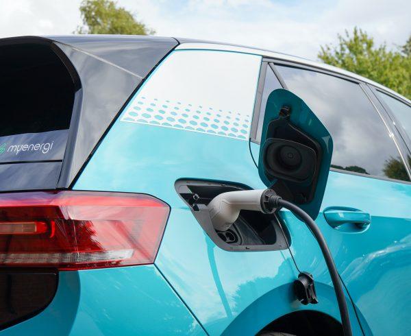 Auto elettriche e il futuro green delle Assicurazioni: come cambia il mondo della mobilità